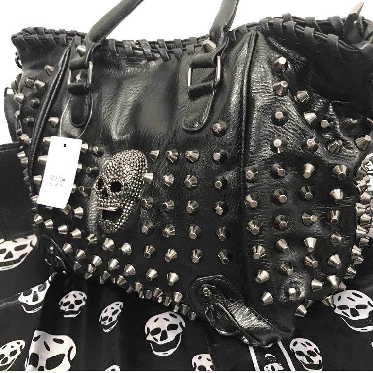 grosse nieten tasche schwarz totenkopftasche gothic punk skull bag black gothik. Black Bedroom Furniture Sets. Home Design Ideas